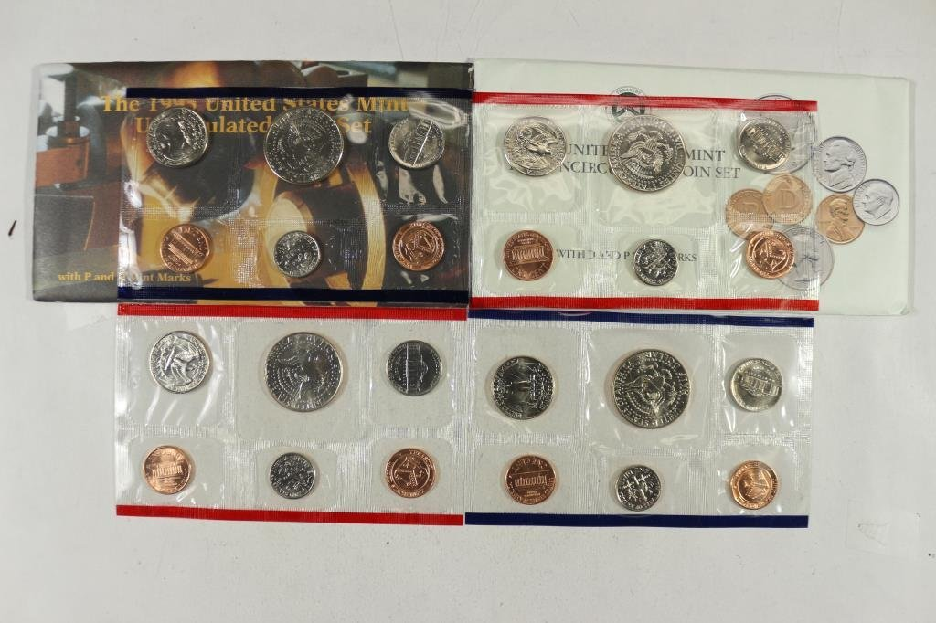 1989 & 1995 US MINT SETS P/D (WITH ENVELOPES) - 2