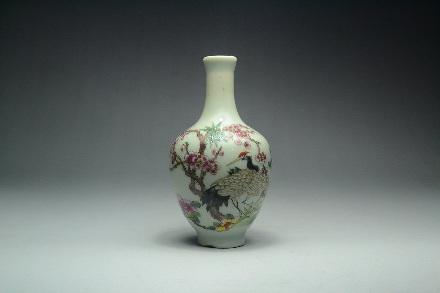 Ancient Chinese porcelain snuff bottle