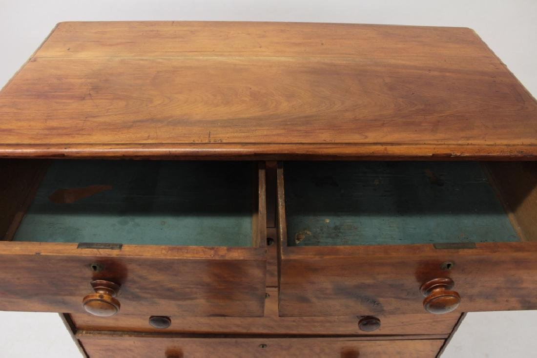 Continental Walnut Chest of Drawers, 19th C. - 2