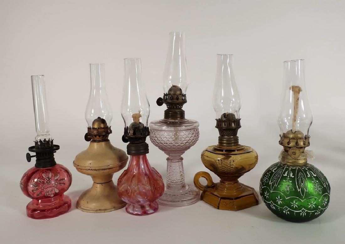 19 Oil Lamps. 19th C., Various Glasses - 4