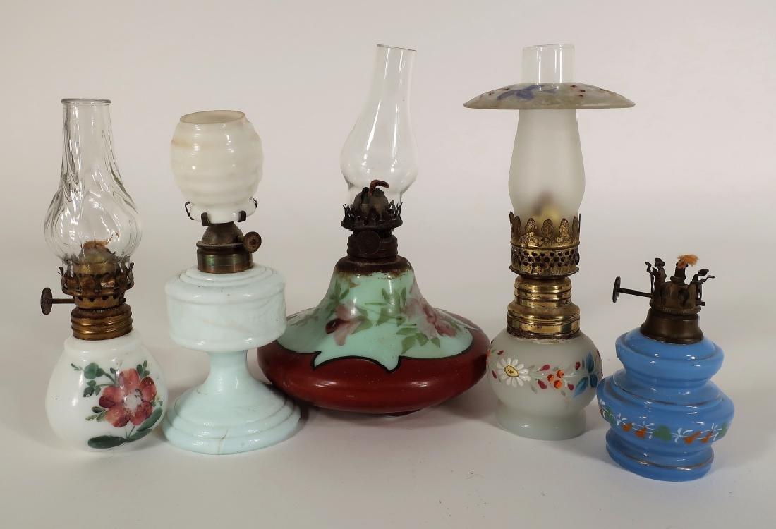 19 Oil Lamps. 19th C., Various Glasses - 5