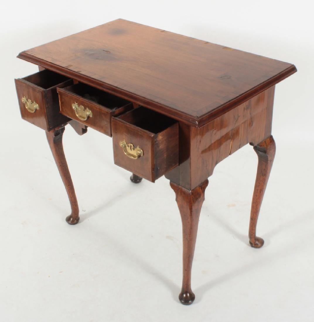 George II Walnut Dressing Table, 18th c. - 2