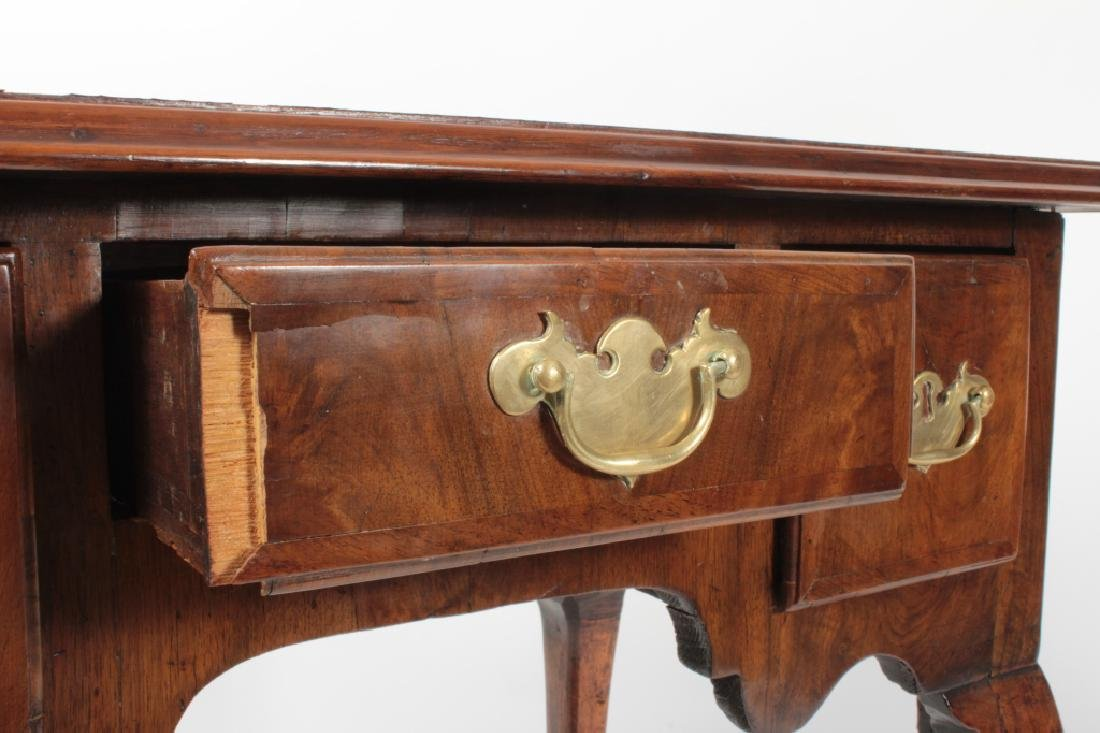 George II Walnut Dressing Table, 18th c. - 9