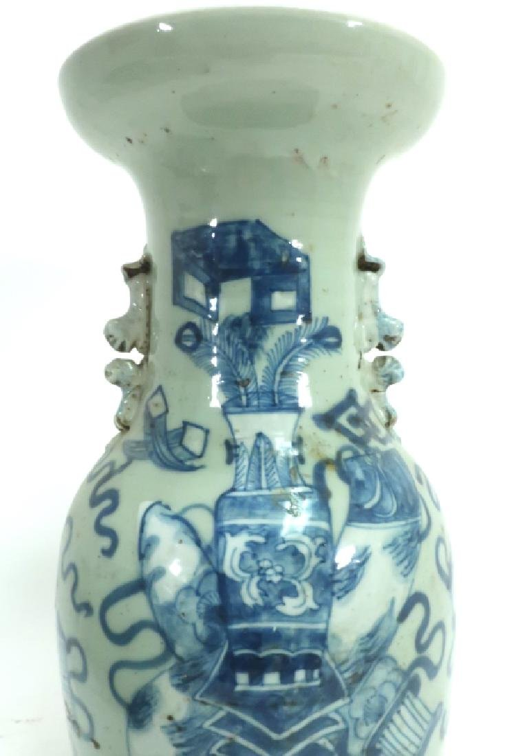 Two Blue and White Chinese Vases - 6