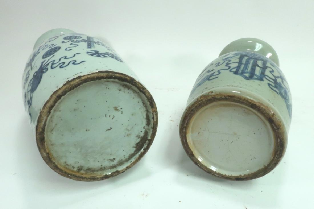 Two Blue and White Chinese Vases - 7