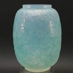 R. Lalique MONNAIE DU PAPE Vase