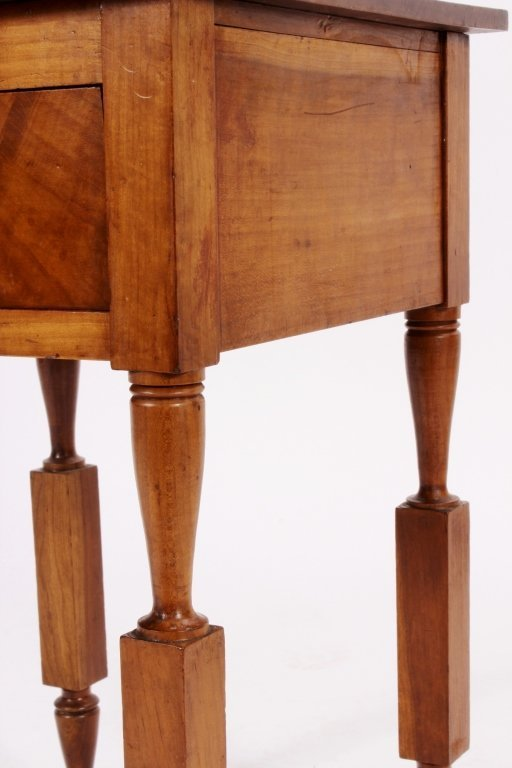 American Maple Side Table, 19th C., - 2