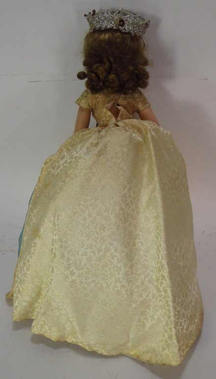 Mme. Alexander Q. Elizabeth Doll, Trunk & Outfits - 3