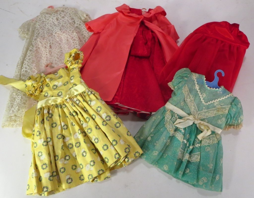 Mme. Alexander Q. Elizabeth Doll, Trunk & Outfits - 4
