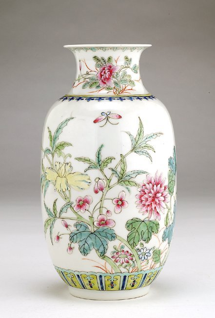 1020: Old Chinese Export Famille Rose Flower Vase