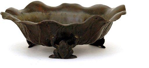 360: Old Japanese Bronze Lotus Leaf Bowl w 3 Frog Ikeba