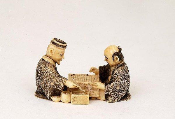 407: Old Japanese Ivory Netsuke 2 Men Go Game Sg