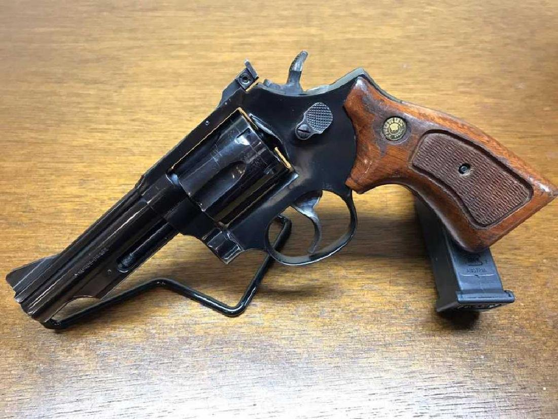 Taurus 66 Revolver with wood Grips .357 Magnum Pre