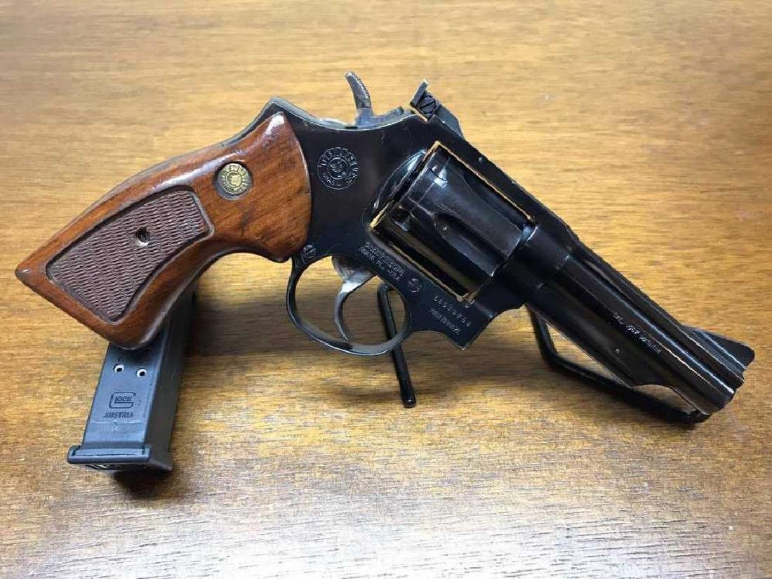 Taurus 66 Revolver with wood Grips .357 Magnum Pre - 2