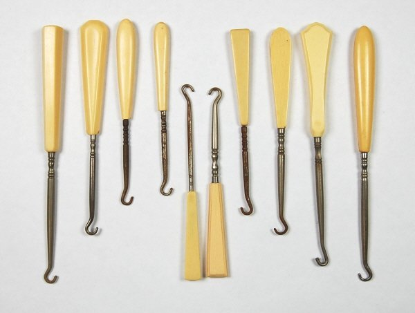 10: Lot of 10 Buttonhooks