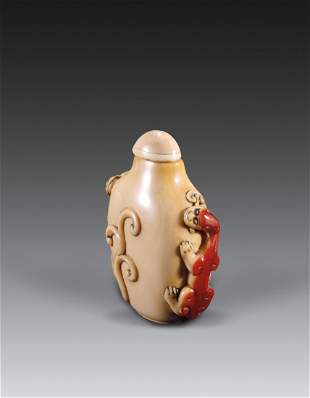 A Chinese Carved Dragon Snuff Bottle Qing