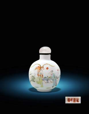 A Chinese Famille Rose Figure Snuff Bottle Qing