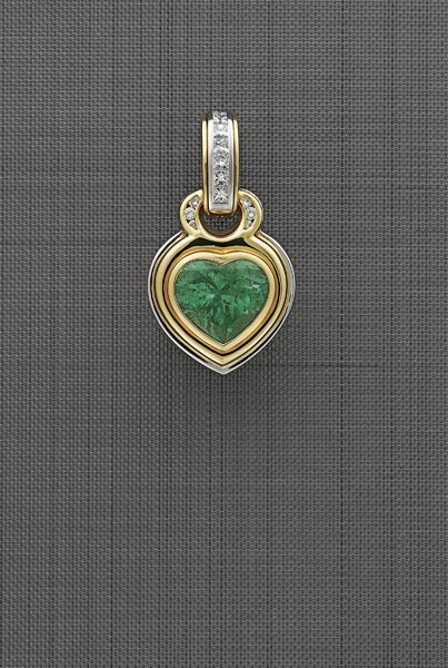 15:        An Emerald and Diamond Pendant  Centering up