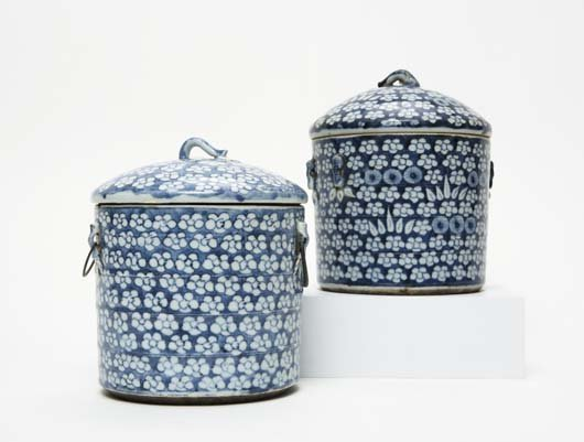423: Two Chinese covered pots