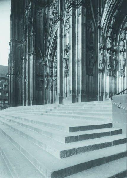 105: AUGUST SANDER, 1876-1964 Aufgang zum Dom (Stairway