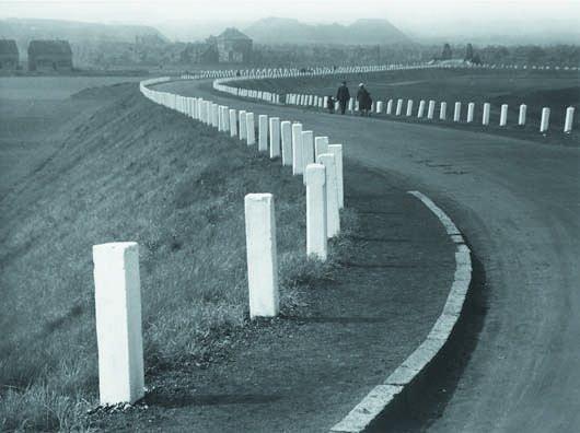 113: ALBERT RENGER-PATZSCH, 1897-1966 Country road near