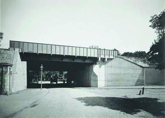 123: WERNER MANTZ, 1901-1983 Near Cologne, 1929 Gelati