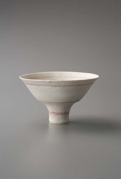 23: LUCIE RIE, 1901-1995 Footed bowl, ca. 1980 Porcelai