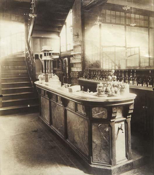 1005: EUGENE ATGET, 1857-1927 Marchand de vin, 15 rue B