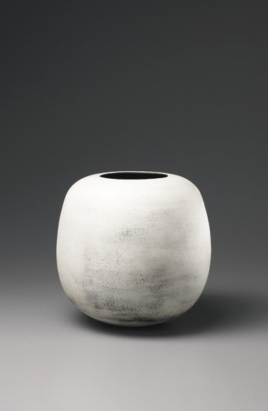3: HANS COPER, Large globular pot, ca. 1969