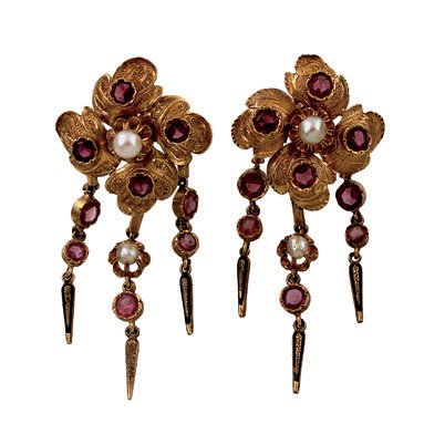 3:  A PAIR OF 19TH CENTURY GARNET AND PEARL EARRINGS, T