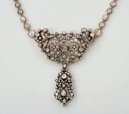 16:  A 19TH CENTURY ROSE CUT DIAMOND NECKLACE, THE CENT