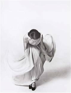 LOUIS FAURER, Bowing for the Vogue Collection, Pari