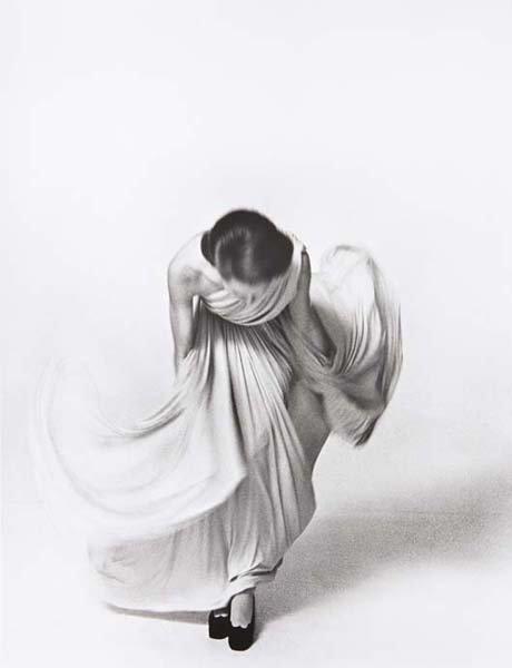 15: LOUIS FAURER, Bowing for the Vogue Collection, Pari