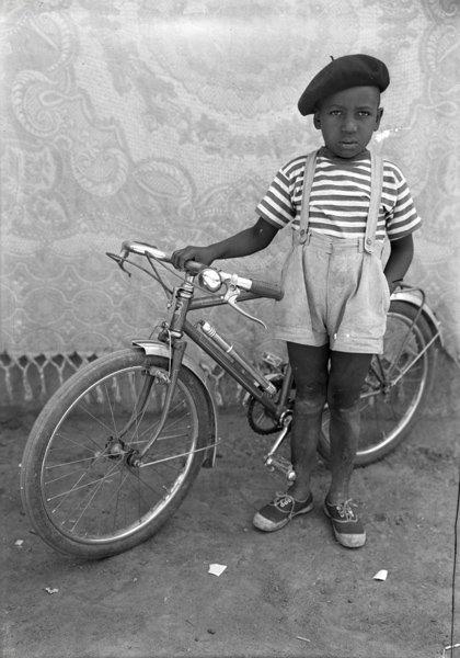 184: SEYDOU KEÏTA, Untitled, circa 1949