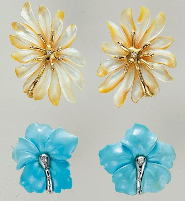 4: TWO PAIRS OF FLORAL EARCLIPS - GAVELLO