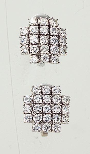 6: A PAIR OF DIAMOND-SET EARCLIPS - GAVELLO
