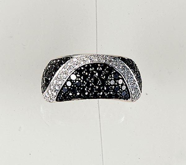 17: A WHITE AND BLACK DIAMOND-SET BAND RING - GAVELLO