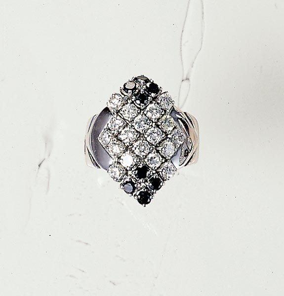 21: A BLACK AND WHITE DIAMOND RING - GAVELLO