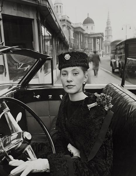 15: NORMAN PARKINSON, Trafalgar Square, 1951