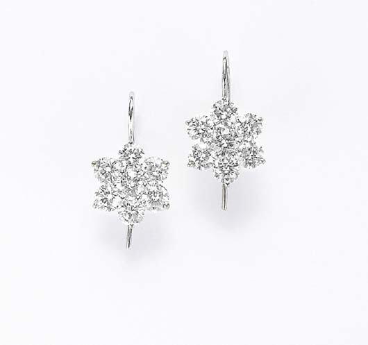 15: A Pair of Diamond Earrings