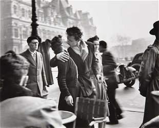 7: ROBERT DOISNEAU Le baiser de l'H�tel de Ville, March