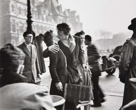7: ROBERT DOISNEAU Le baiser de l'Hôtel de Ville, March