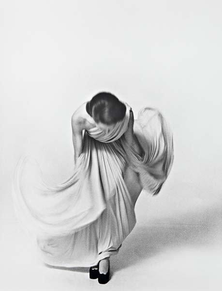 10: LOUIS FAURER Bowing for the Vogue Collection, Paris