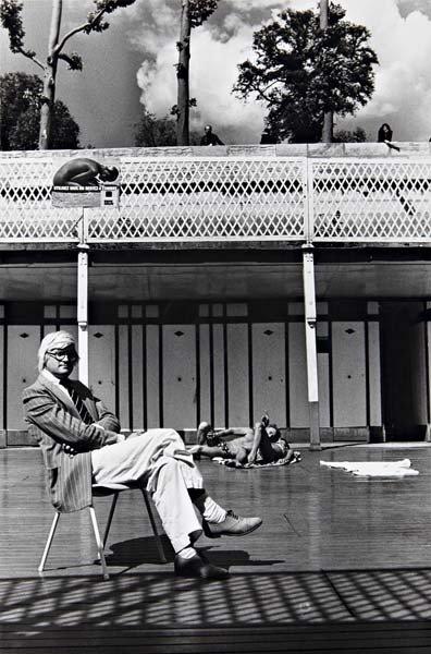 15: HELMUT NEWTON David Hockney, Piscine Royale, Paris,