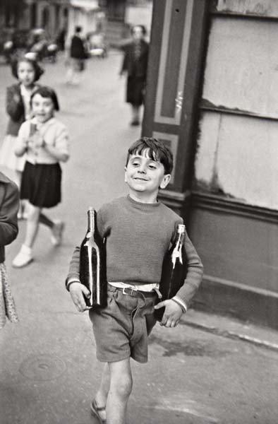 20: HENRI CARTIER-BRESSON Rue Mouffetard, Paris, 1954