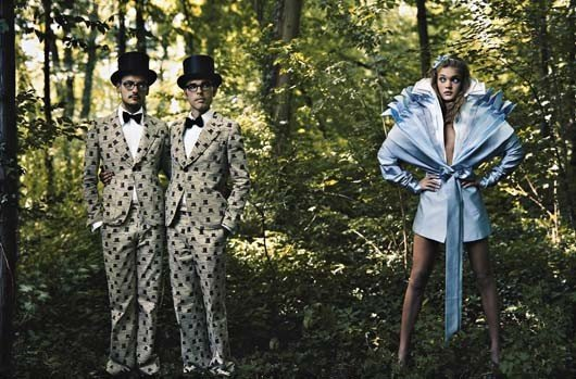 41: ANNIE LEIBOVITZ Alice in Wonderland for Vogue, Vikt
