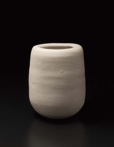 15: LUCIE RIE, Small oval pot, ca. 1978