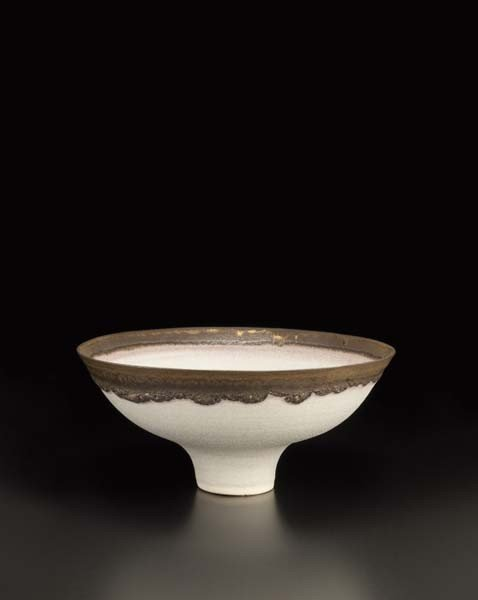 17: LUCIE RIE, White bowl with golden lip, ca. 1980