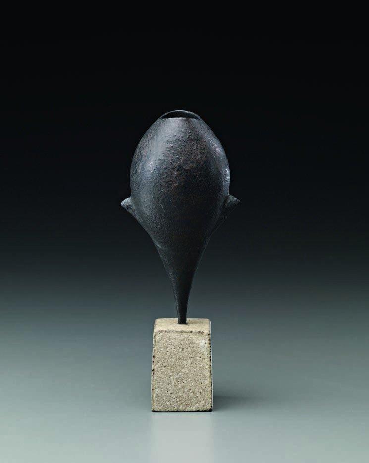 21: HANS COPER, Black 'Cycladic' bud pot, c. 1977