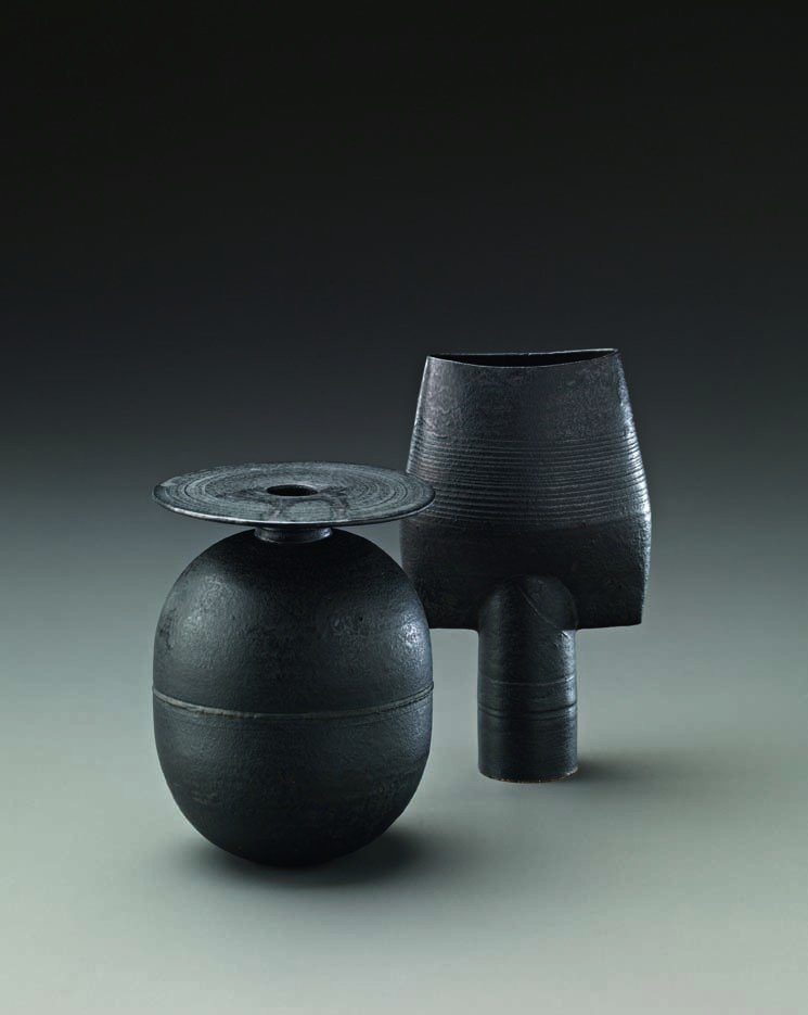 28: HANS COPER, Small black spade, c. 1970